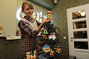 Мастер-класс от иркутских кондитеров: как украсить новогоднюю елку печеньем