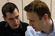 Оппозиционер Алексей Навальный и его брат Олег услышат приговоры по делу о хищении денег у компании «Ив Роше» 15 января.