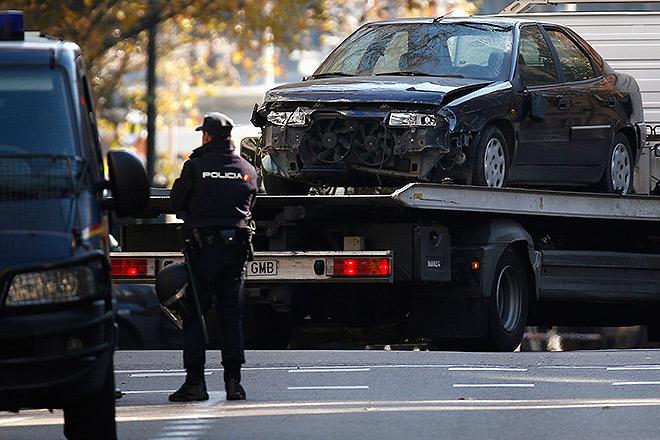 Безработный испанец врезался на личном автомобиле с газовыми баллонами в здание штаб-квартиры правящей Народной партии в Мадриде.