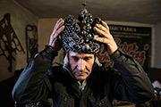 Мастер-кузнец Виктор Михалев из Донецка изготовил копию Большой императорской короны из осколков снарядов, падавших в окрестностях в ходе боевых действий.