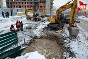 В Новосибирске на улице Есенина прорвало водовод