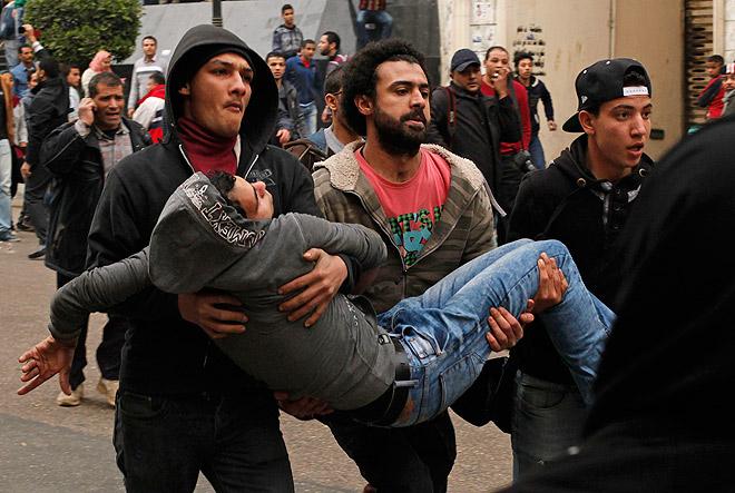 """В Каире в четвертую годовщину египетской """"революции 25 января"""" вспыхнули беспорядки, в ходе которых в стычках с полицейскими погибли более десятка человек."""