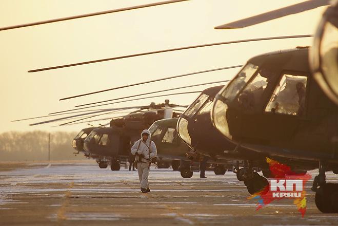Военные летчики проводили учебные стрельбы и минирование с вертолетов