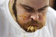 Патрик Бертолетти из Филадельфии установил новый рекорд по поеданию куриных крылышек