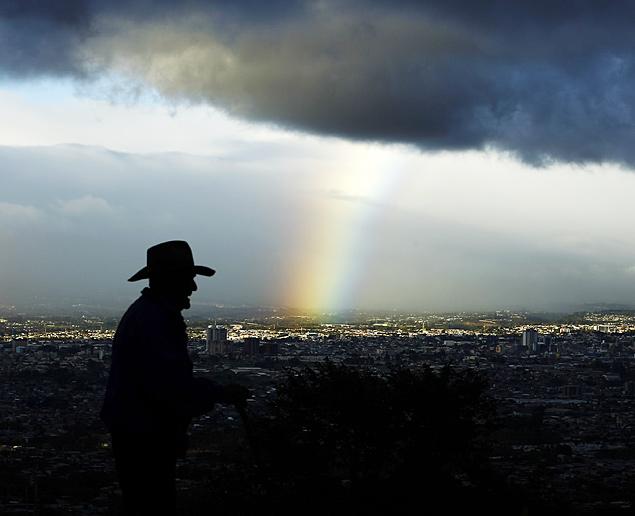 Этот красивый сниммок радуги мы получили из столицы Коста-Рики