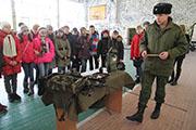 Накануне Дня защитника Отечества иркутские школьники посетили часть внутренних войск МВД