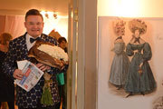 Александр Васильев открыл выставку костюмов пушкинской эпохи