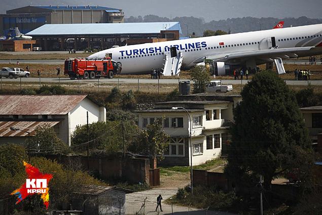 Турецкий самолет потерпел аварию при посадке в Катманду