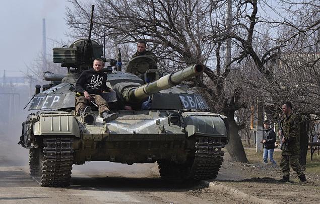К станице Луганской перебрасывается украинская военная техника