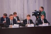 Дмитрий Медведев - рабочим Тихвина: «И не такие кризисы переживали»