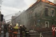 В центре Перми горит старинный двухэтажный дом