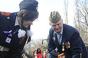 В рамках акции «Сирень Победы» ветераны и молодые патриоты посадили саженцы