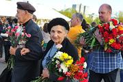 Москвичи встретили День Победы на улицах города