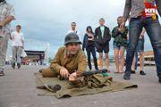 Патриотическая акция «Рассвет без войны» на набережной Речного вокзала в Новосибирске