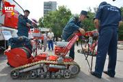 В Новосибирске сотрудники МЧС показали горожанам роботов-пожарных