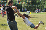 В парке Царицыно прошли гуляния, посвященные Дню семьи, любви и верности