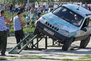 В День ВМФ в Саратове гонщики показывали трюки на внедорожниках