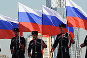 День Государственного флага в Москве отметили конным шоу на Поклонной горе и парадом Карлсонов