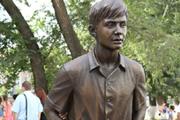 Олег Табаков приехал в Саратов на открытие памятника