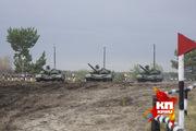 Занятия у танкистов по подводному вождению танков Т-72Б