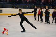 Юные новосибирские фигуристы вышли на лед вместе с прославленным тренером Виктором Кудрявцевым