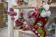 В пермских магазинчиках уже продают новогодние украшения