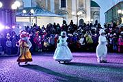 На владимирской «пешеходке» весело и морозно отметили день рождения Деда Мороза