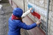 В Саратове волонтеры вместе с ФСКН закрасили рекламу наркотиков