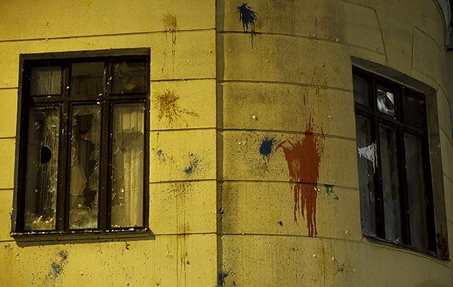 Посольство Турции в Москве закидали яйцами, краской и камнями