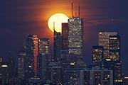 Полная луна взошла минувшей ночью над Торонто