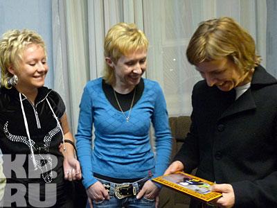 Родственницы принесли Сургановой старое фото из семейного архива