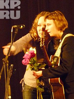 ... и просили сфотографироваться  с ними на память прямо на сцене
