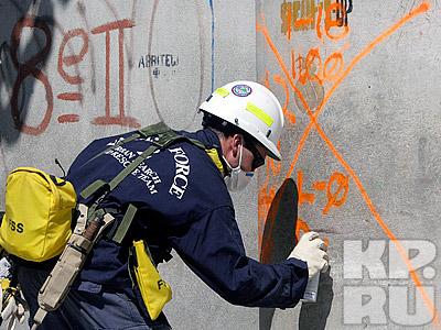 Американские спасатели оставляют метку о проведенной работе