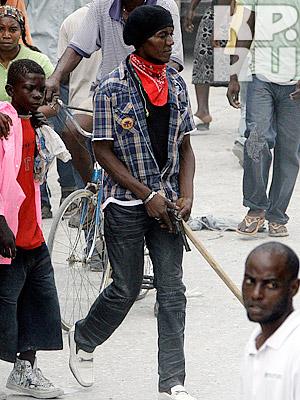 Многие местные жители вооружены