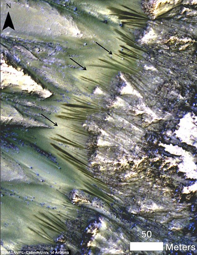 Ученые нашли жидкую воду на Марсе