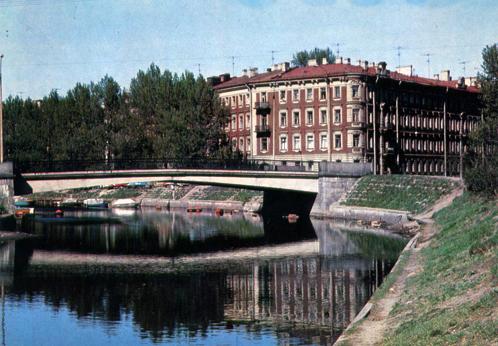 Санкт-Петербург, улица Декабристов, 57. Дом находится на набережной реки Пряжки, сейчас здесь открыта музей-квартира Блока. Здесь он жил в 1912 и до последнего дня своей жизни 7 августа 1921 года.