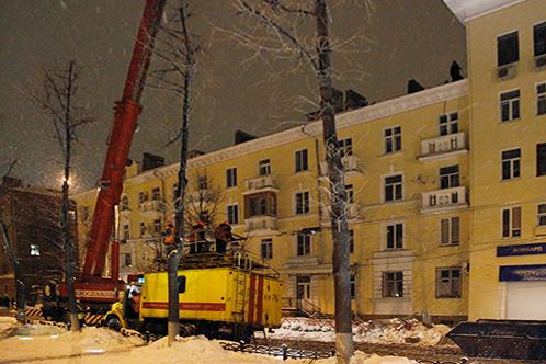 Спасательная техника у дома № 20/53 по проспекту Ленина в Ярославле.