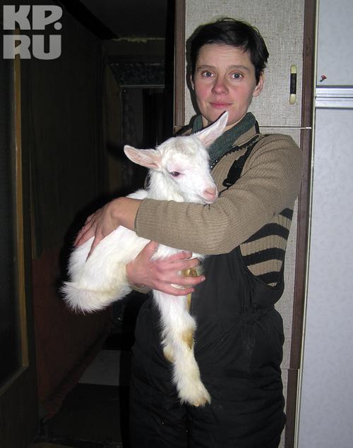 Сожительница Василия Мила (Людмила), бывшая жена Валеры Подлинова. Эта женщина оставила в деревне трех детей и еще одного спихнула маме. По рассказам, она не вмешалась, когда ее девочек морили голодом и пороли. В секте - прима-балерина: по мнению Васи,