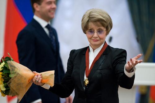 Солистка Московского государственного академического театра оперетты Татьяна Шмыга (на снимке) после вручения ордена