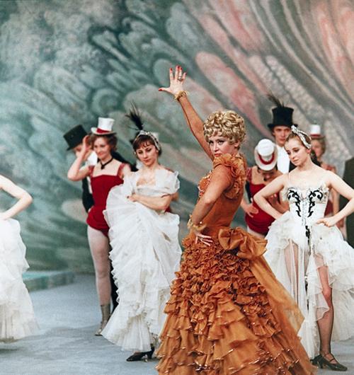 Сцена из спектакля Московского театра оперетты