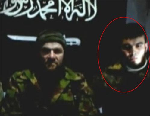 Человек, находящийся справа от Умарова, похож на Магомеда Евлоева.