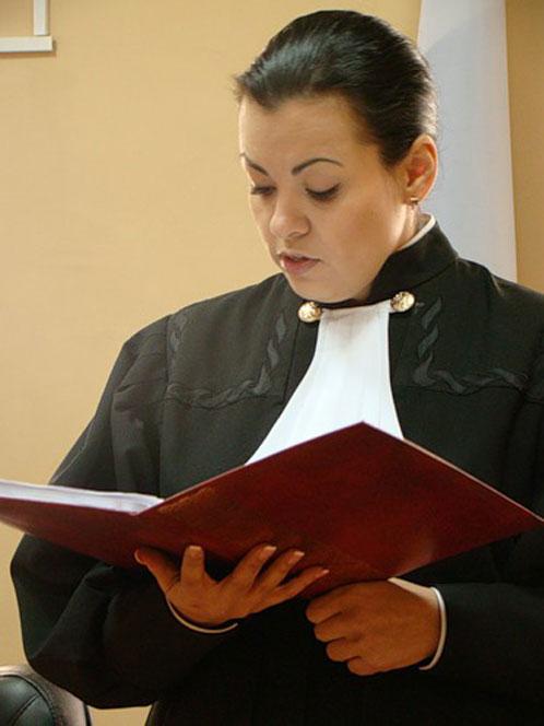 В Бурятии федерального судью Ирину Левандовскую уволили из-за того, что женщина выложила в Интернет свои скандальные фото. Фото с сайта www.burinfo.org.