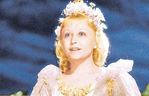 Золушка в исполнении 37-летней Жеймо - одна из самых прелестных героинь советского экрана.