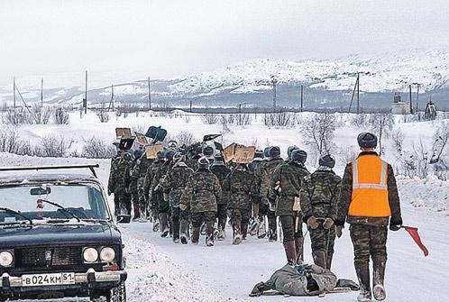Марш-бросок с лопатами. Сослуживцы Харламова всю долгую зиму воюют со снегом.
