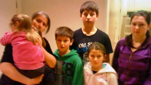 Эсет Хабизаеву с пятью детьми выслали одной из первых.