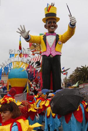 «Барак-Адабра» - кукла президента-фокусника, пригревшего на своей шляпе террориста, - гвоздь циркового карнавала в Виареджио (Италия).