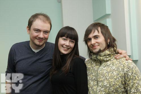 Настя с авторами конкурсной песни Евгением Олейником (слева) и Виктором Руденко (справа)