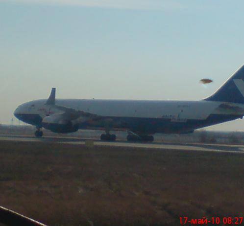 17 мая 2010 года НЛО, зависший над якутским аэропортом, был сфотографирован с борта самолета АН-24. Фото с сайта www.maya.sakha.ru