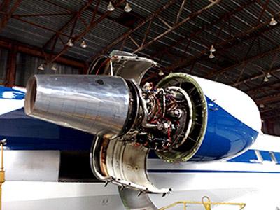 30 июля 2009 года. Тот самый самолет, снятый во время технического обслуживания.
