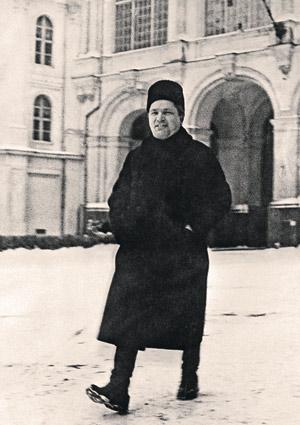 Сергей Киров во время работы ХVI съезда партии. Кремль, Царский дворик, 1930 г.